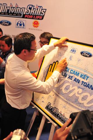 Ford Việt Nam 9 năm hướng dẫn lái xe an toàn