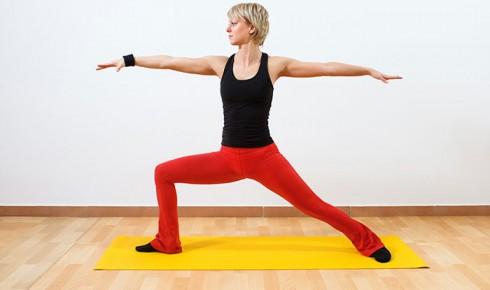 Bài tập Yoga giúp giảm mỡ đùi: Tư thế chiến binh
