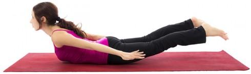 Bài tập Yoga giúp giảm mỡ đùi: Tư thế con châu chấu