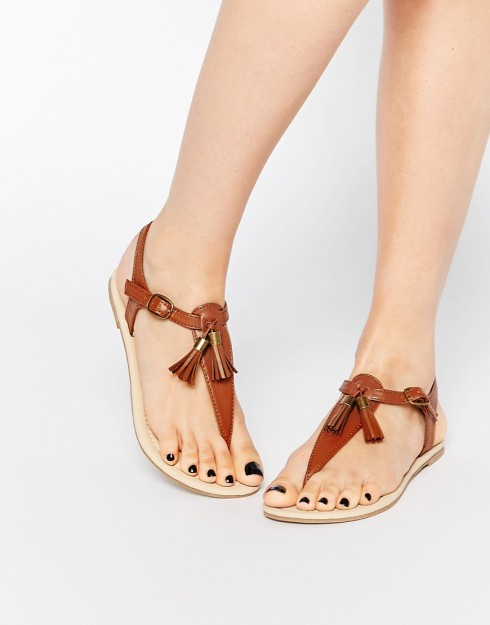 Sandal tone màu trung tính đẹp dành cho mùa Hè