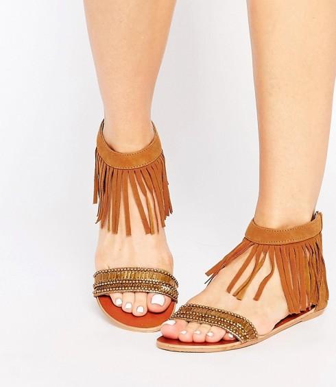 Sandal tone màu trung tính mùa Hè