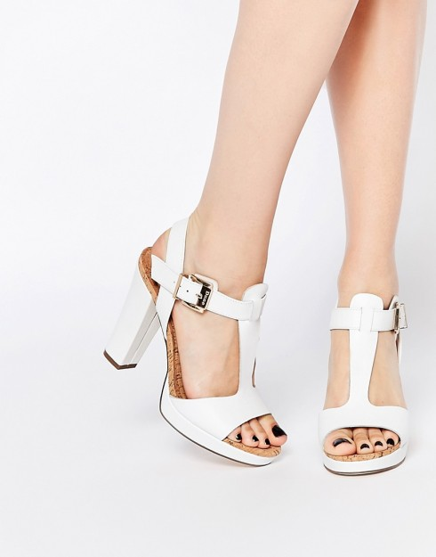 Sandal monochrome nữ đẹp dành cho mùa Hè