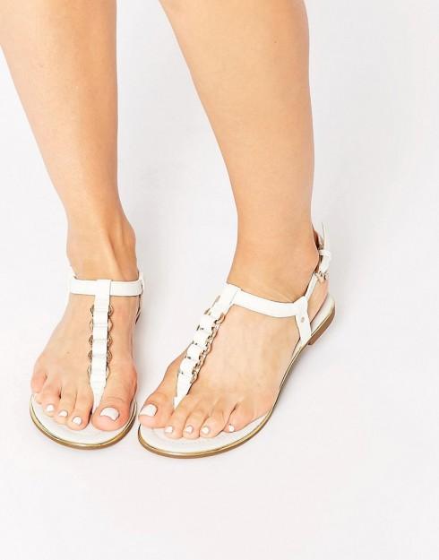 Sandal monochrome cho mùa Hè
