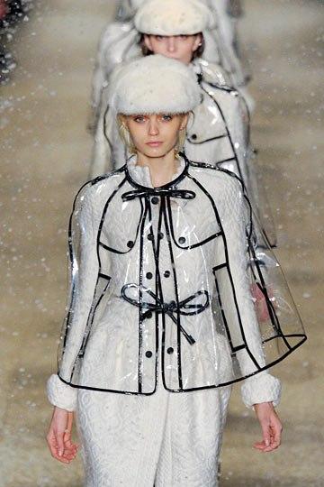 Cảm hứng mùa mưa cùng áo mưa thời trang sành điệu