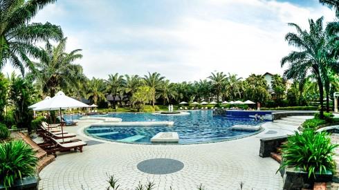 GIẢI BA trị giá 15 triệu đồng bao gồm 2 đêm nghỉ phòng Garden View Deluxe tại Palm Garden Resort  Hoi An và cặp vé máy bay khứ hồi VNA