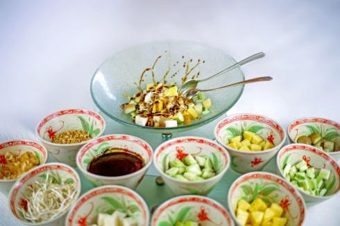Ẩm thực Singapore nổi tiếng với các món ăn phong phú mang dấu ấn của nhiều quốc gia lân cận.