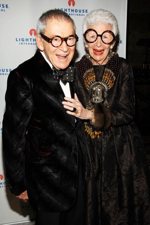 Biểu tượng thời trang Iris Apfel cùng chồng - ông Carl Apfel