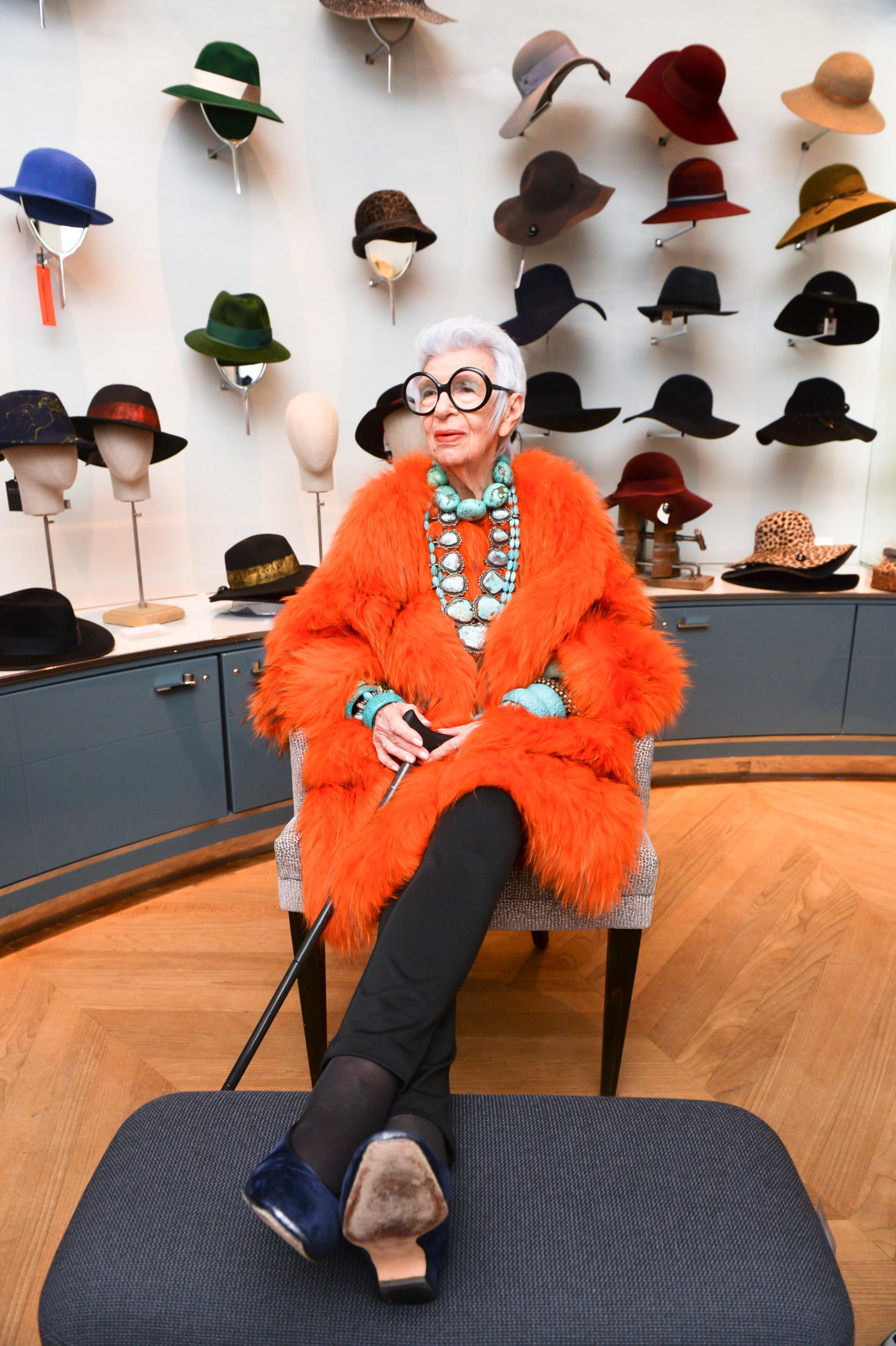 Iris Apfel - 94 tuổi vẫn là biểu tượng thời trang đáng kính
