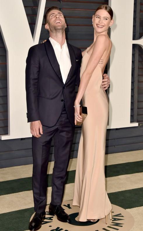 Người mẫu Victoria's Secret Behati Prinsloo và chồng mình - nam ca sĩ Adam Levine