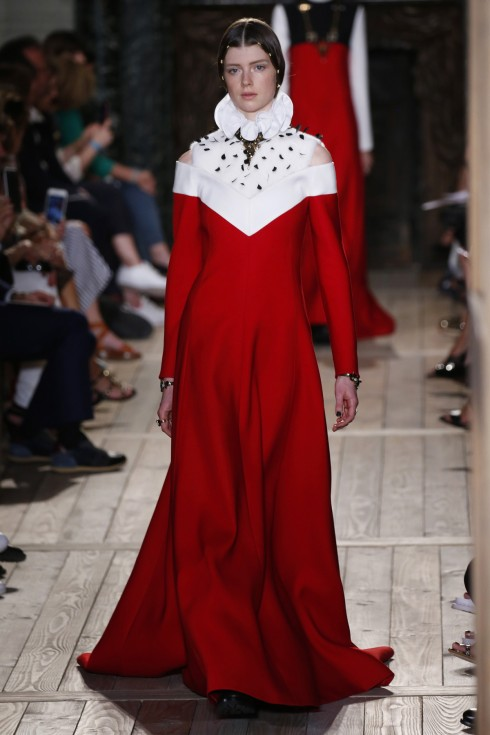 Valentino, Stephane Rolland & Chanel tại Tuần lễ thời trang Paris Haute Couture FW16
