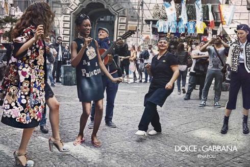 Dolce & Gabbana đưa thời trang cao cấp tới đường phố của Naples