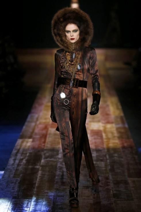 Người mẫu kỳ cựu Coco Rocha mở đầu show diễn của Jean Paul Gaultier