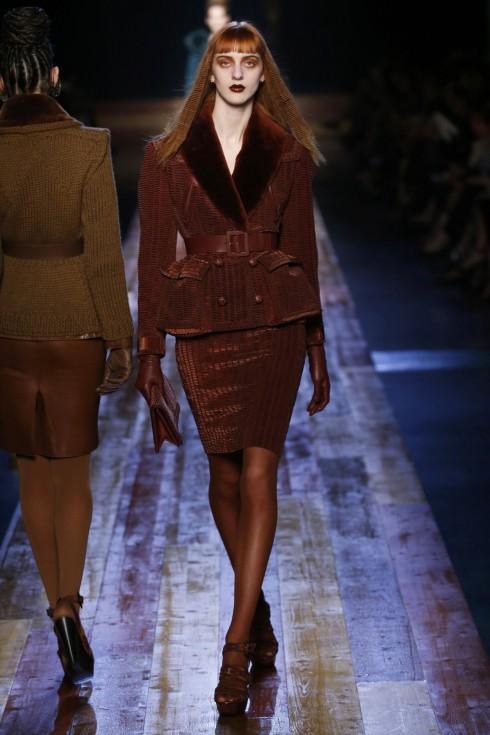 Thiết kế với phong cách corset đặc trưng của Jean Paul Gaultier