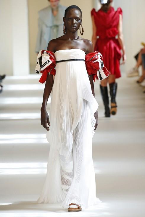 Chiếc váy gây ấn tượng trong show diễn của Maison Margiela