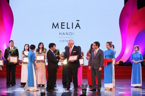 """Meliá Hanoi được vinh danh là một trong """"Top 10 khách sạn 5 sao hàng đầu Việt Nam"""""""