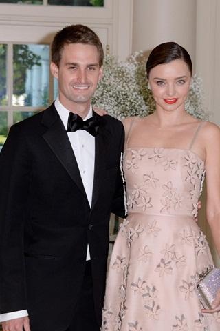 Siêu mẫu Miranda Kerr đính hôn với người tình tỷ phú