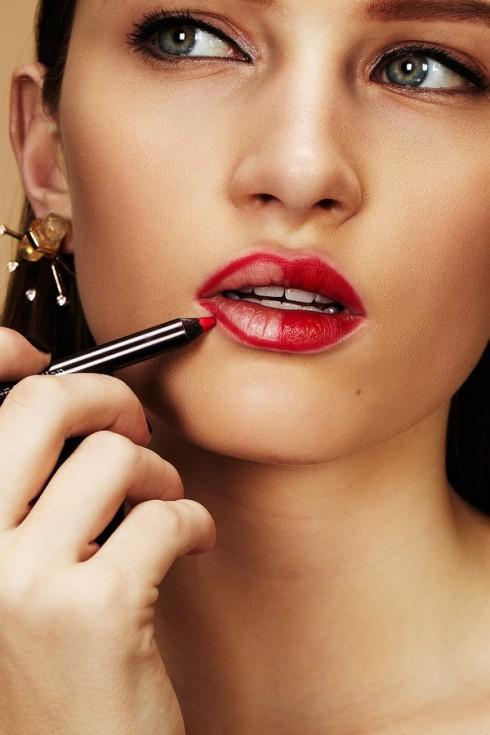 Bí quyết làm đẹp cho đôi môi : Tô môi bằng bút chì