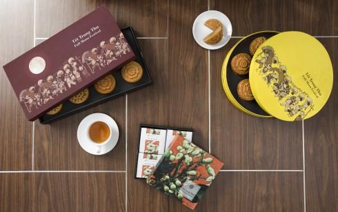 Thiết kế hộp bánh lấy cảm hứng từ bức tranh 'Rước Đèn' của họa sỹ trẻ Vũ Tuấn Anh gợi nhớ về ký ức tuổi thơ.