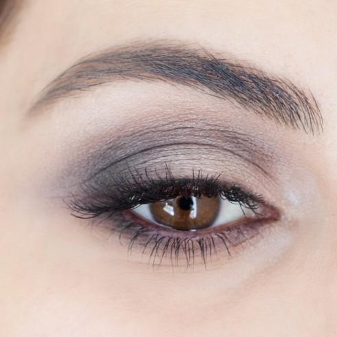 Trang điểm mắt khói đẹp với tông nâu bước 5
