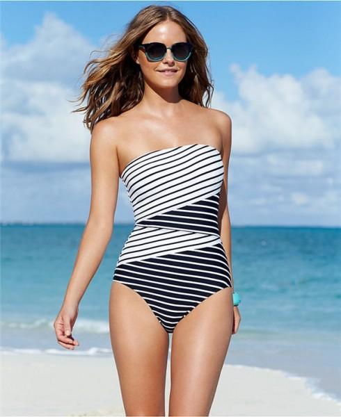 Thời trang Bikini một mảnh phù hợp với dáng người.