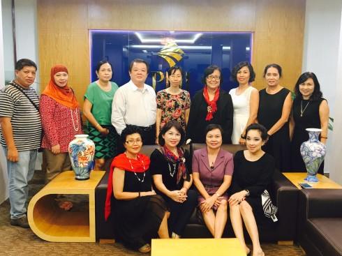 Bà Ann Phua-chủ tịch IWFCI cùng các nữ doanh nhân đến từ Singapore, Australia, Malaysia, Philippines, Cambodia đã đến thăm và làm việc cùng Hội Nữ doanh nhân TP.HCM.