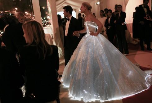 váy lọ lem phát sáng trong lễ trao giải Met Gala 2016