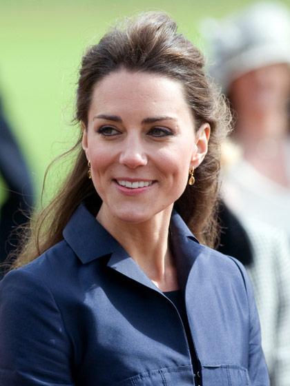 Bí quyết làm đẹp từ công nương Kate Middleton: búi tóc