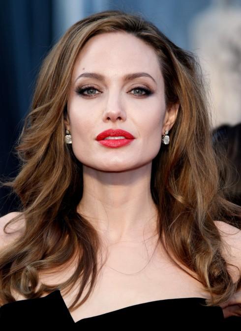 Bí quyết làm đẹp của Angelina Jolie - sự đơn giản