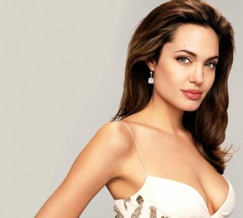Bí quyết làm đẹp của Angelina Jolie - lông mày đẹp thay đổi mọi thứ