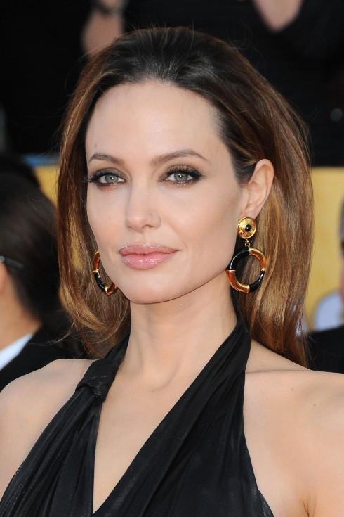 Bí quyết làm đẹp của Angelina Jolie khi trang điểm