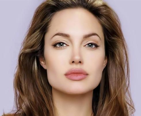 Bí quyết làm đẹp của Angelina Jolie trong chăm sóc da