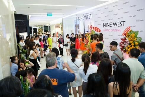 Gần 2OO khách hàng thân thiết, các khách mời nổi tiếng đã có mặt trong buổi tiệc khai trương Nine West Combo Store đầu tiên tại TPHCM
