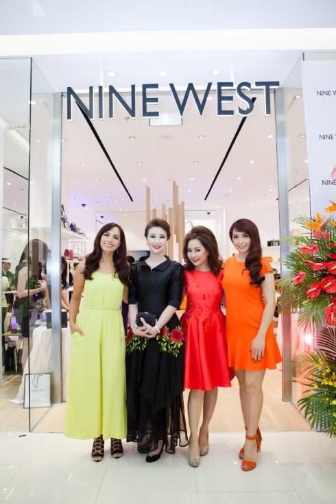 Người mẫu Thúy Hạnh diện thiết kế jumpsuit tại Nine west Saigon centre