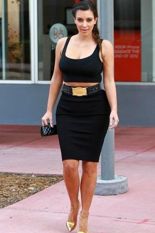 5 bí quyết tôn đường cong của Kim Kardashian