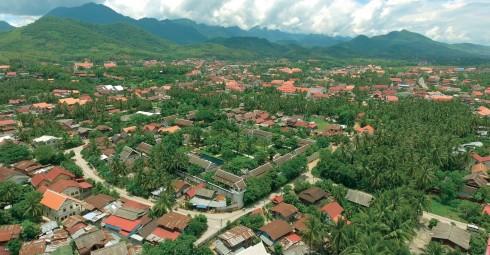 Toàn cảnh Luang Prabang và khách sạn Sofitel Luang Prabang từ trên cao