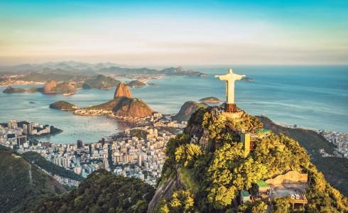 Tượng Chúa cứu thế - biểu tượng của Rio - trên đỉnh Corcovado.