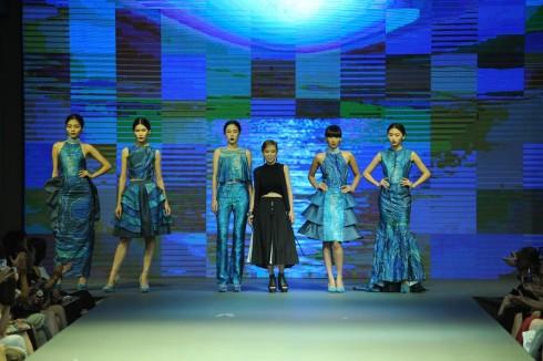 Đặng Khánh Linh hướng đến các phụ nữ thanh lichj, tinh thế và yêu đồ dạ hội.