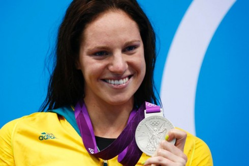 Emily Seebohm bên tấm huy chương vàng Olympic