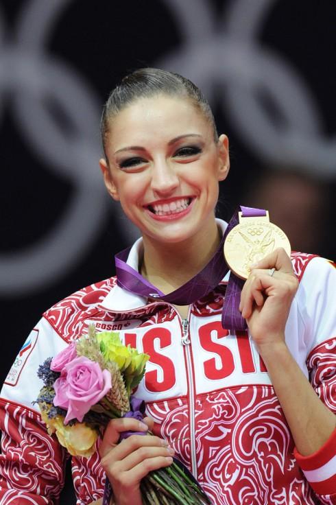 Evgenia cùng tấp huy chương vàng Olympic