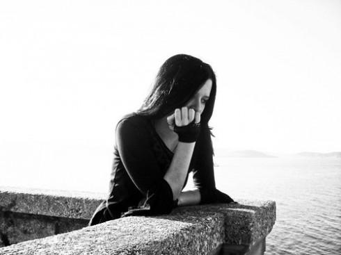 nỗi buồn của người phụ nữ cô đơn