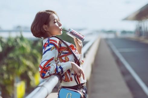 Stylist Diệp Linh Châu với mái tóc ngắn sấy phồng cá tính