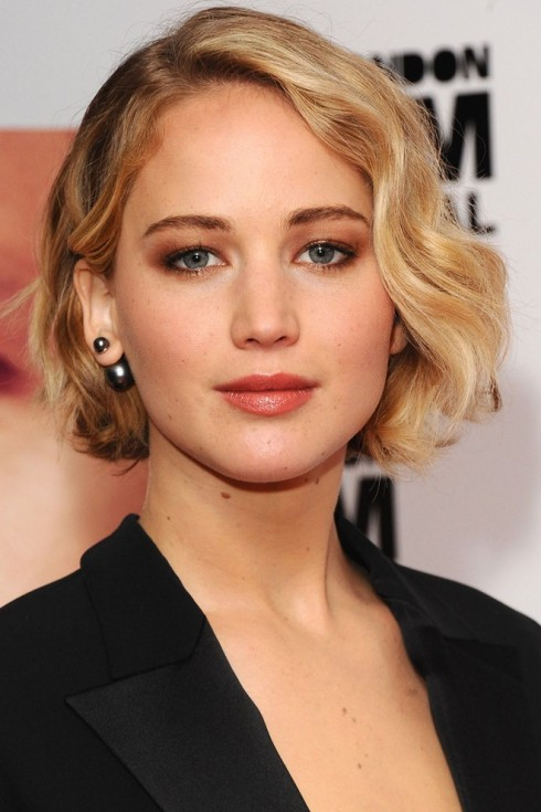 kiểu tóc bob ngăn Jennifer Lawrence