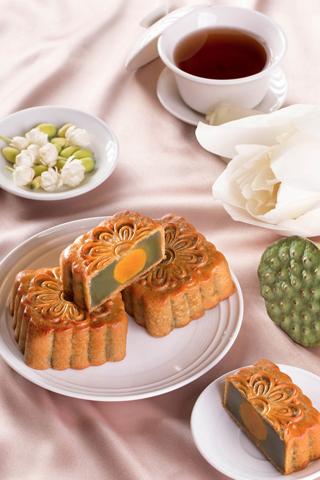 Đa dạng bánh Trung Thu hạng sang tại Hà Nội
