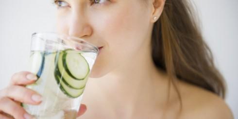 Bí quyết làm đẹp: cung cấp cho cơ thể 2 lít nước mỗi ngày
