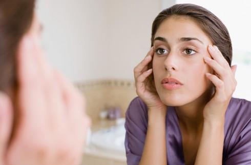 Mụn trên da đầu xuất hiện khá phổ biến và thường khó kiểm soát