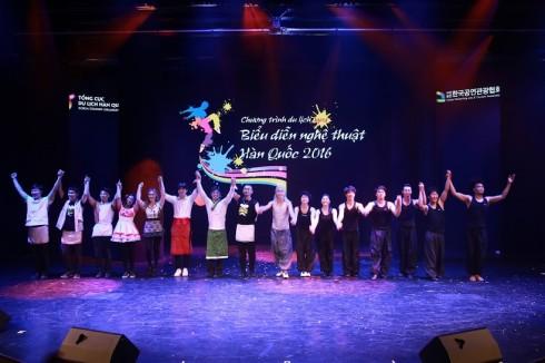 Trong chương trình lần này, Tổng cục Du lịch Hàn Quốc tại Việt Nam mang đến 8 đoàn nghệ thuật nổi tiếng Hàn Quốc bao gồm  Bibab, Jump, Sachum, Drumcat, Kung Festival, Fire Man, Pang Show, Fantastic.
