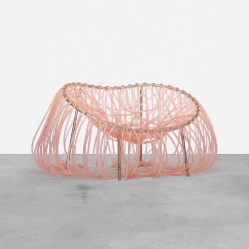 Eanemon chair được tạo ra bằng cách kết các ống nhựa vào khung bằng thép, với kiểu thể hiện rất ngẫu hứng nhưng chiếc ghế này lại cực kỳ thoải mái và thu hút.
