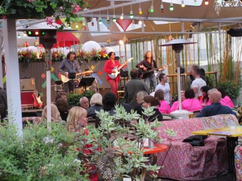 Quán cafe đẹp ở Châu Âu - muôn màu muôn vẻ - Cà phê nhạc sống tại Riga, Latvia