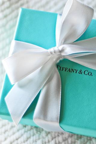 Bên trong chiếc hộp màu xanh của Tiffany & Co.