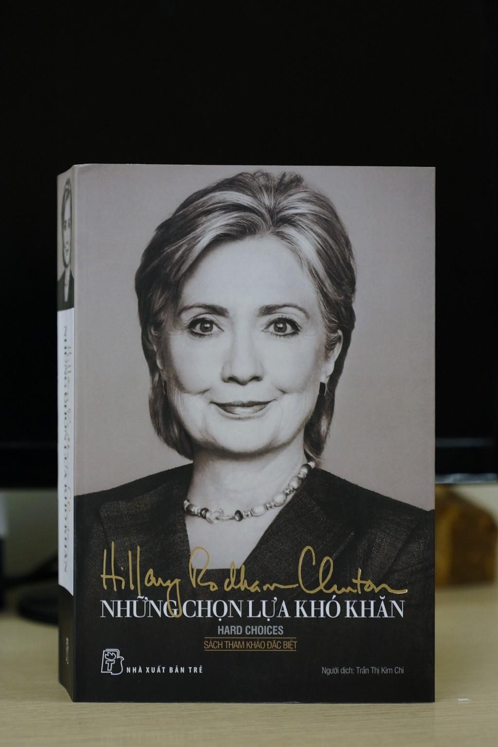 """Hillary Cliton và """"Những lựa chọn khó khăn"""""""